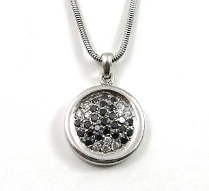 תליון יהלומים שחורים לבנים עגול