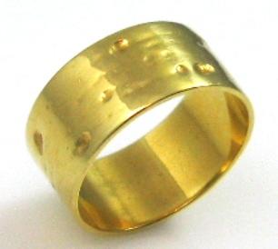 טבעת זהב דגם חריצי גבינה
