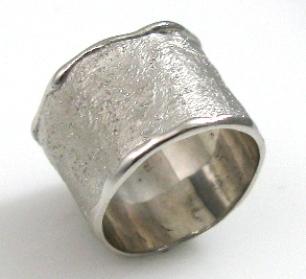 טבעת נישואין דגם סילביה רחבה