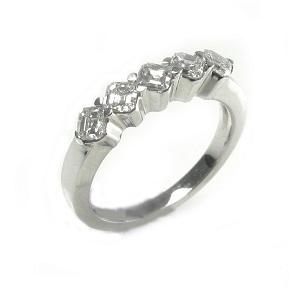 טבעת יהלומים מרובעים דגם היילי