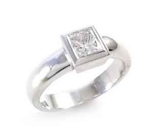 טבעת יהלום פרינסס סוליטר לאירוסין דגם פריאל