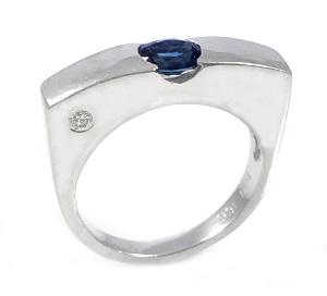 טבעת ספיר כחול ויהלום דגם אור