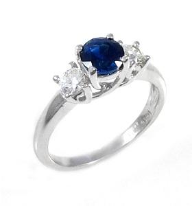 טבעת ספיר כחול ויהלומים דגם טרייסי